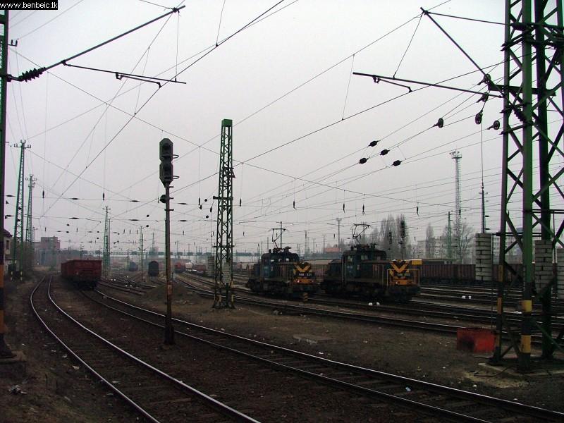 V46 021 és 005 Ferencvárosban fotó