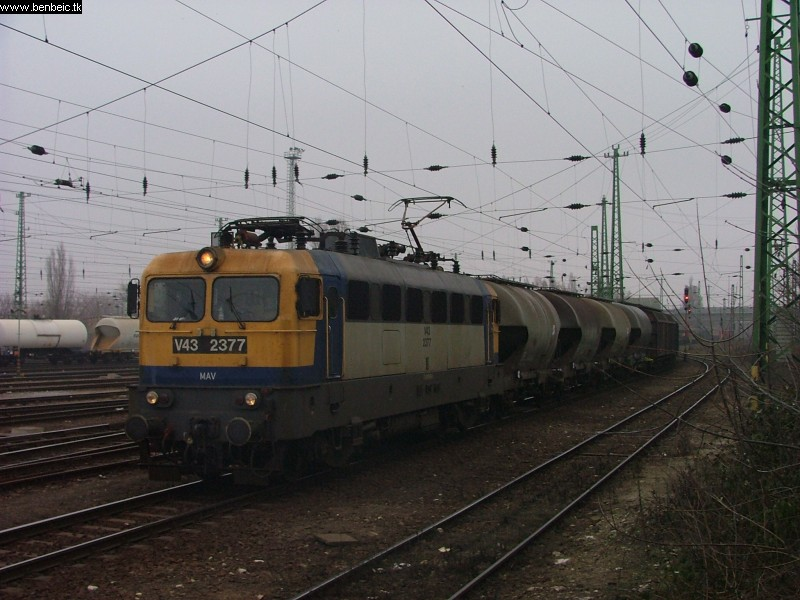 V43 2377 Ferencvárosban fotó
