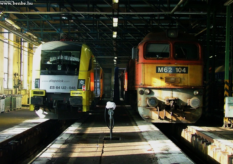 The ES64 U2-048 and M62 104 at the Ferencváros depot diesel shed photo