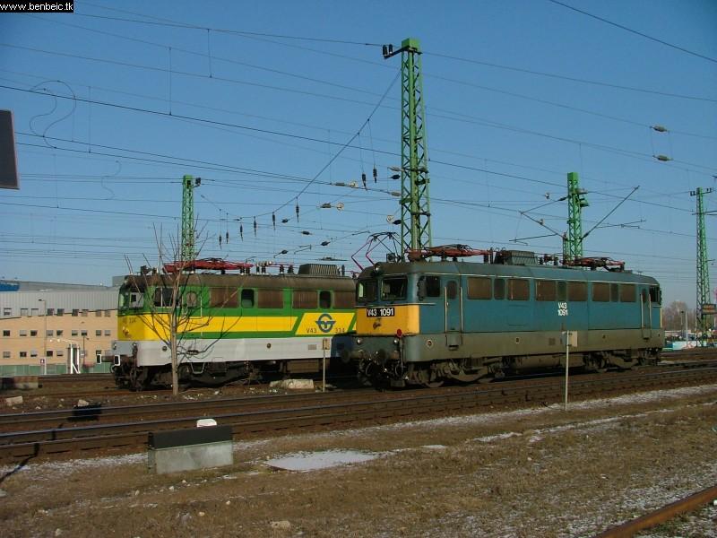 V43 1091 a Repce Szili elõtt pózol. Határig kihúzott, hogy ráálljon tehervonatára. fotó