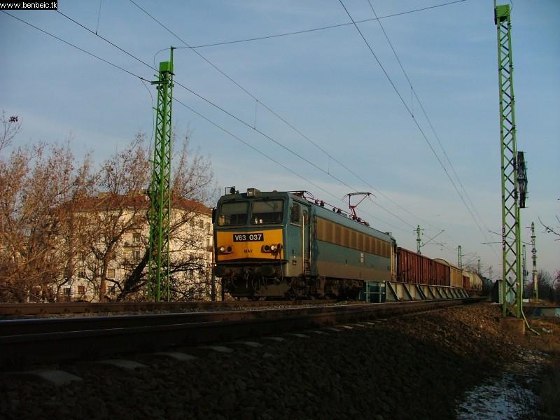 V63 037 a Budafoki út felett fotó