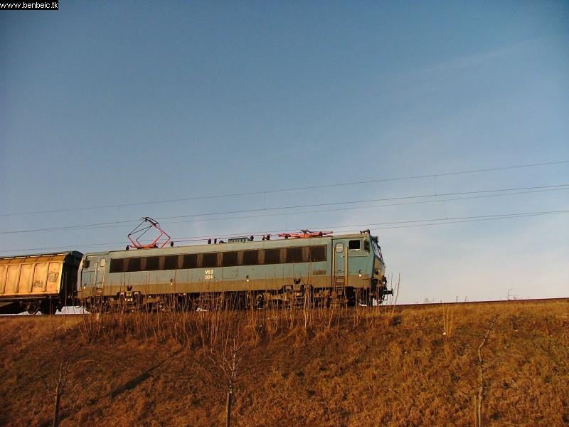 V63 004 a Lágymányosi híd közelében fotó