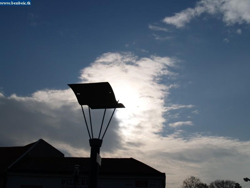 Párkánynánán sokféle lámpát használnak fotó