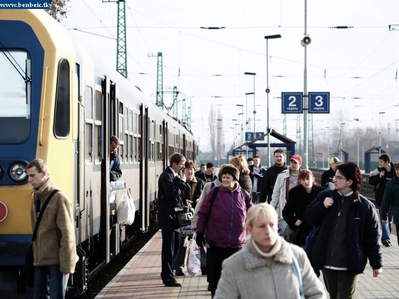 Hihetetlenül sokan utaznak Monorról vonattal fotó