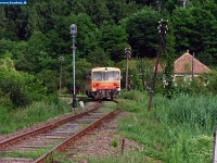 The Bzmot 298 is leaving Rétság station