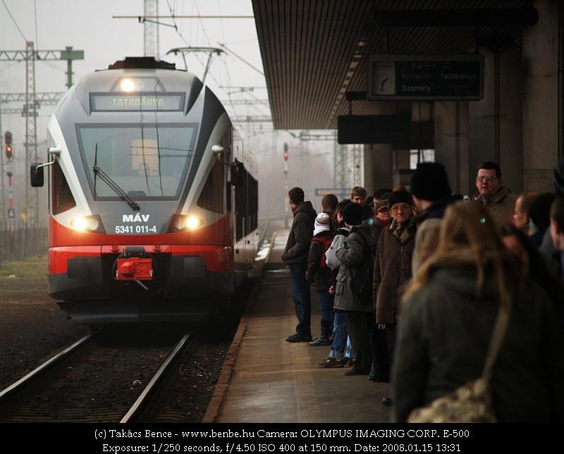 Újabb fényképes bizonyíték a sok utas-kevés vonat témára (5341 011-4) fotó