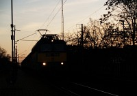 The V43 1285 at sunset at Budafok-Belv�ros