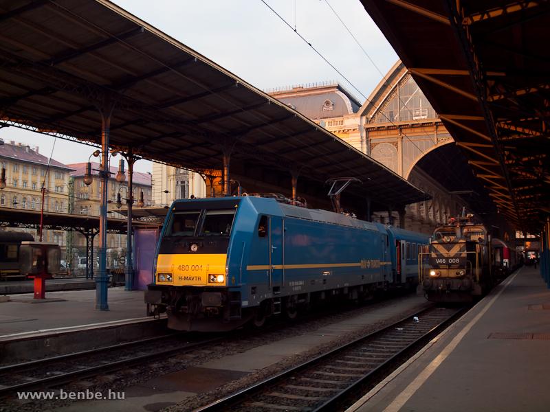 A nem sokkal korábban debütált 480 004-es TRAXX és a V46 008 a Keleti pályaudvaron fotó