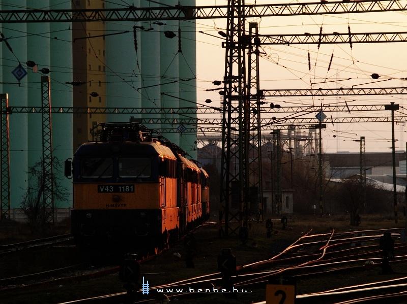 V43 1181 Székesfehérváron fotó