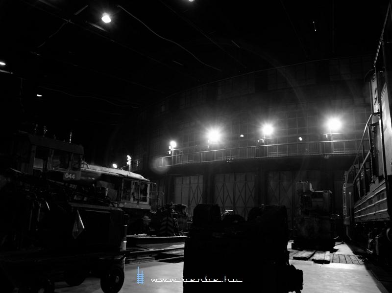 Reflektorok játéka a székesfehérvári fûtõházban fotó