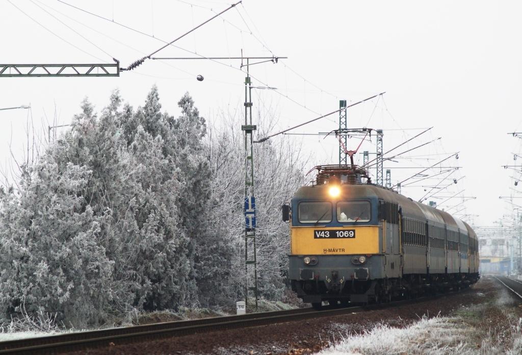 V43 1069 Agárdra érkezik fotó