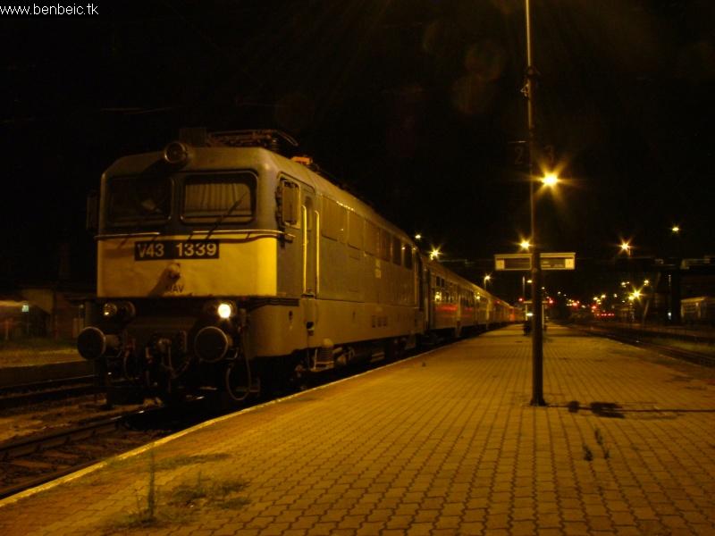 V43 1339 Komáromban fotó