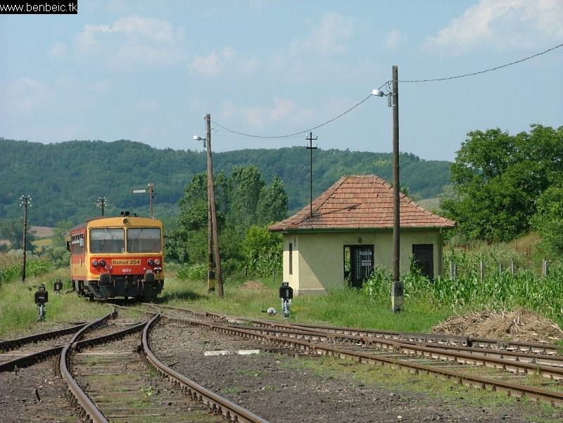 Bzmot 283 Nógrádszakál állomásról Ipolytarnóc felé húz fotó
