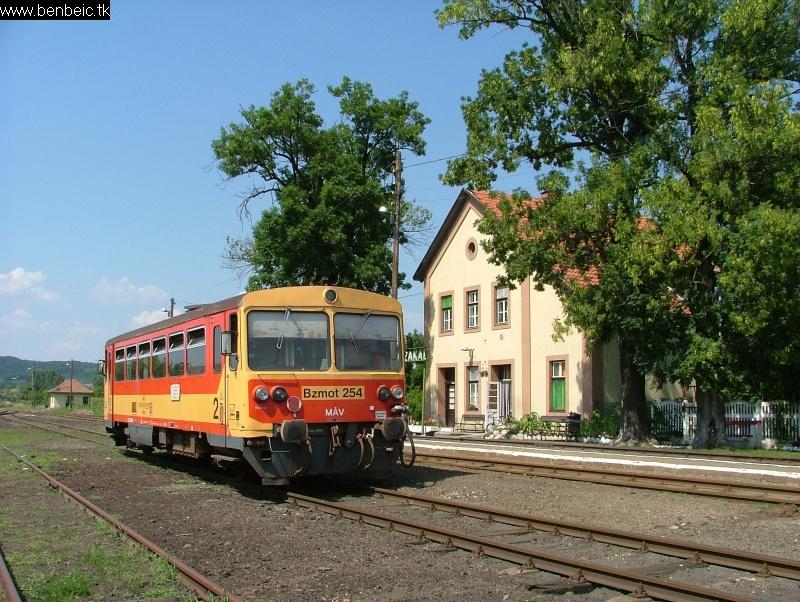 Bzmot 254 Nógrádszakál állomáson fotó