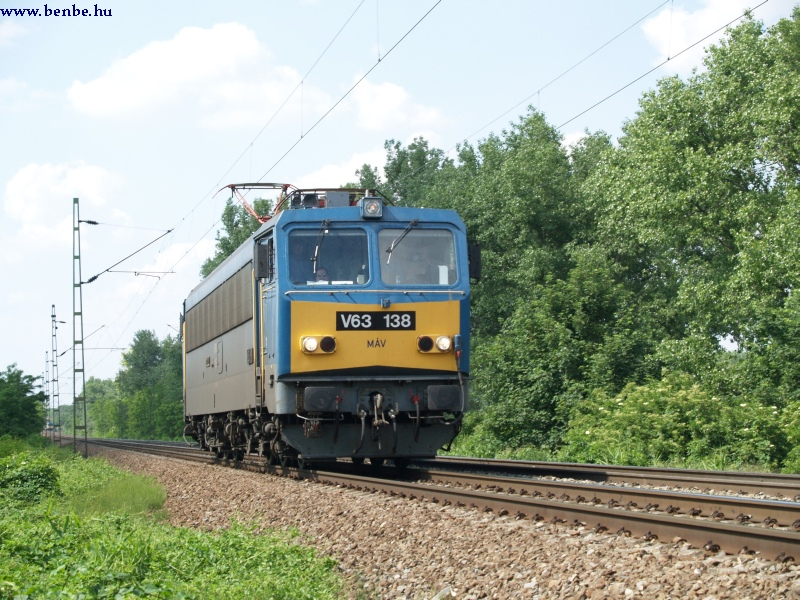 V63 138 Tatabánya és Vértesszõlõs között fotó