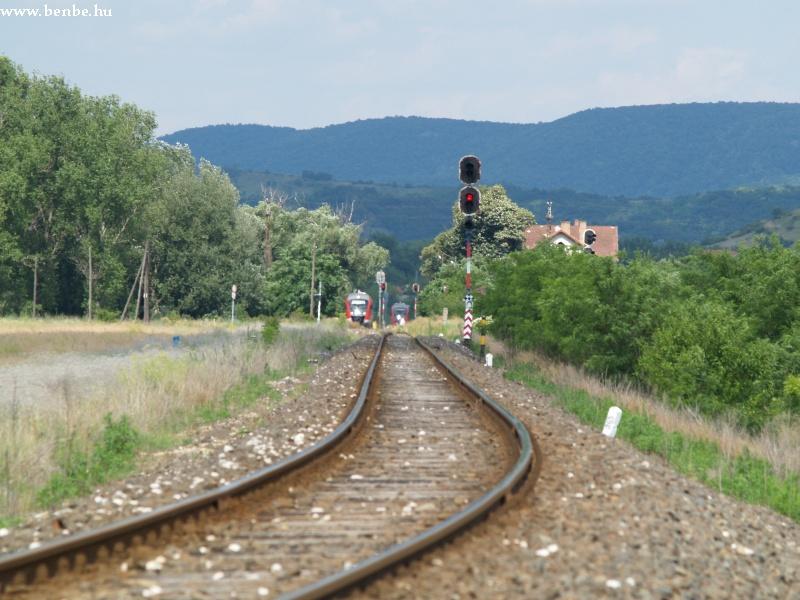 Vonatkereszt Esztergom-Kertvárosban fotó