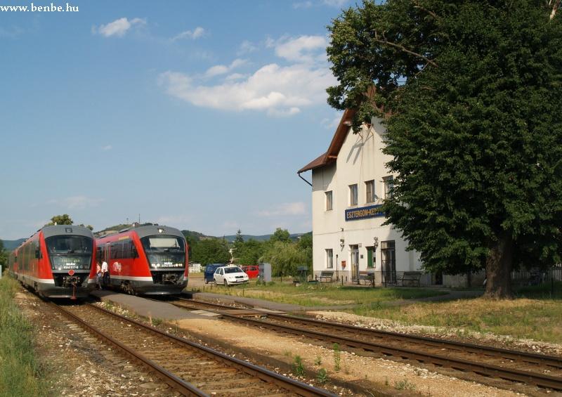 6342 009-5 és 6342 017-8 Esztergom-Kertvárosban fotó