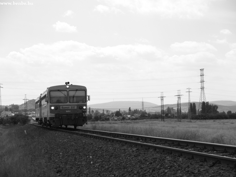 Bzmot 337 Esztergom-Kertvárosba érkezik fotó