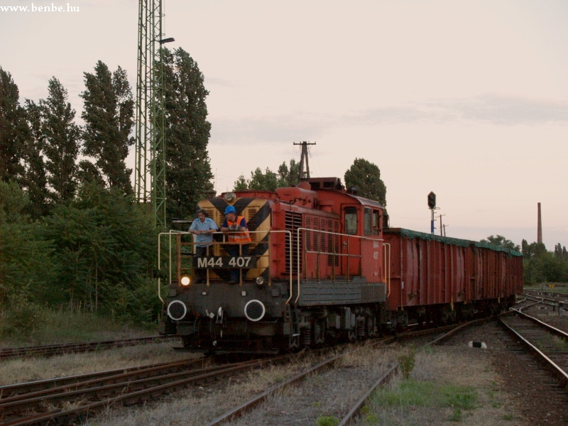 M44 407 Angyalföld állomáson tolat fotó
