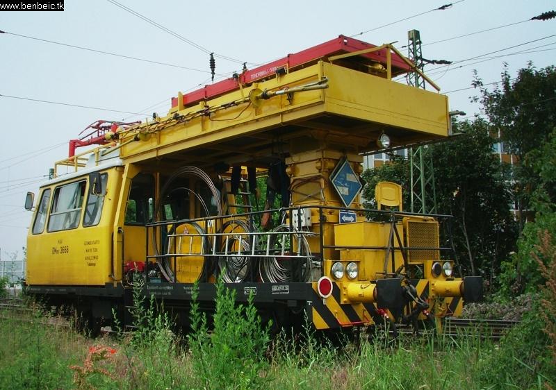 Felsõvezetéki karbantartó jármû Budaörsön fotó