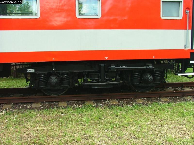Frissen festett mérõkocsi fotó