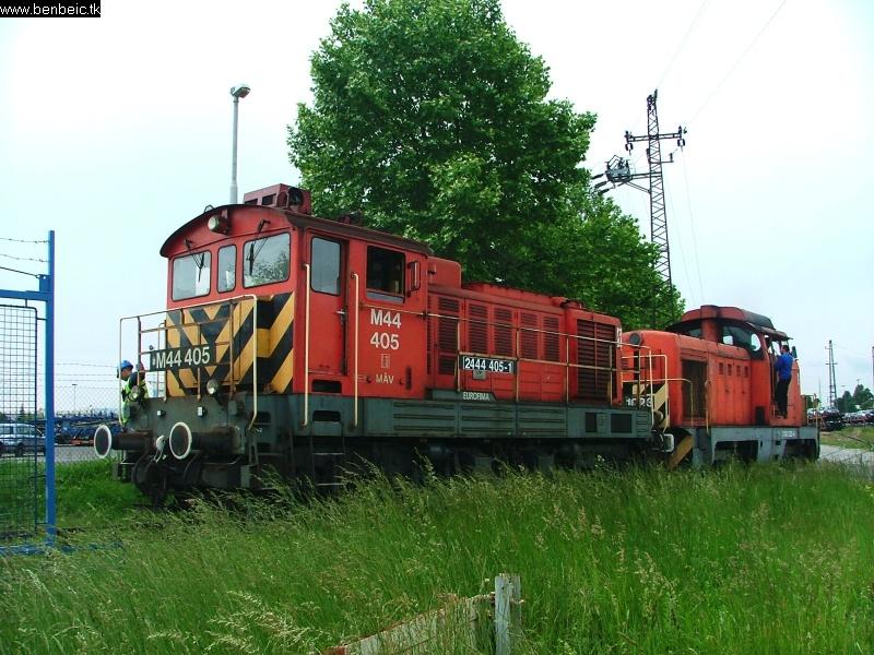 M43 1023 segít M44 405-nek Budaörsön fotó