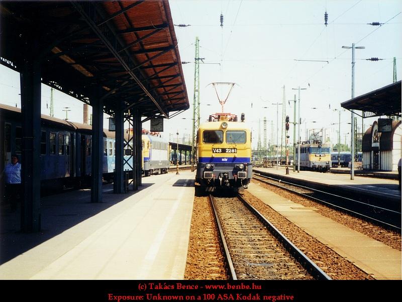 V43 2281 és 1179 a Keleti pályaudvaron fotó