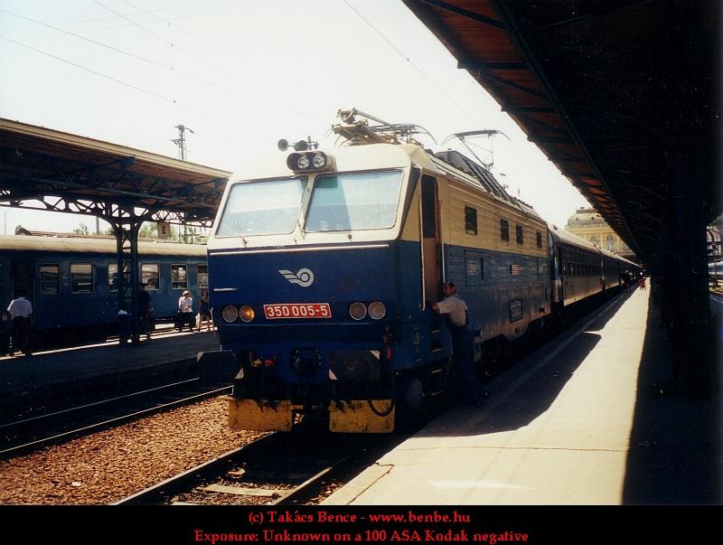 A ZSR 350 005-5 pályaszámú mozdonya a Keleti pályaudvaron fotó