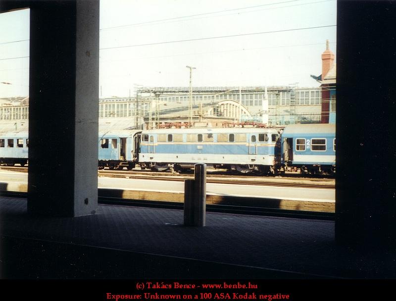 V43 1145 a Nyugati pályaudvaron fotó