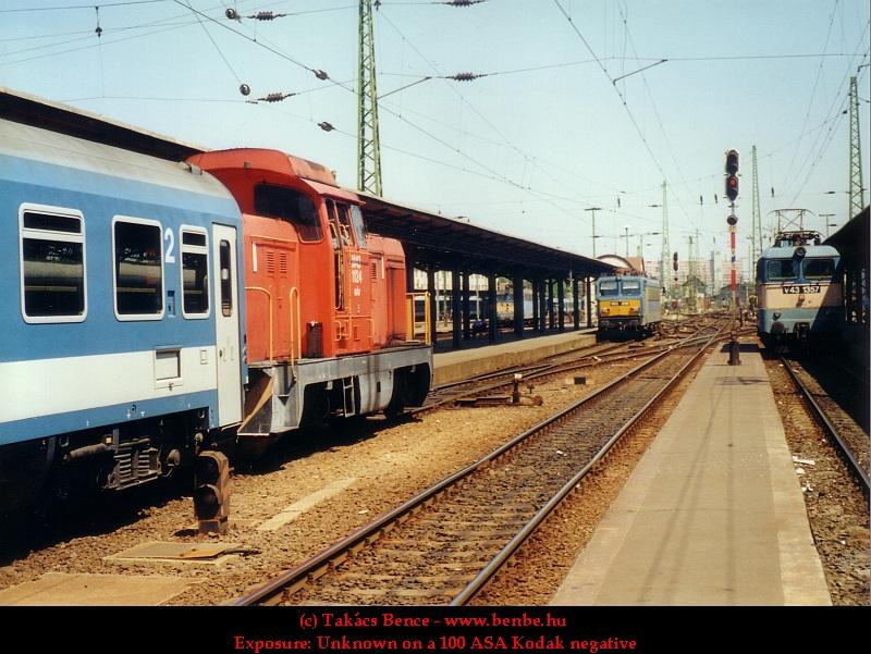 M43 1124, V43 1357 és V63 010 a Keleti pályaudvaron fotó