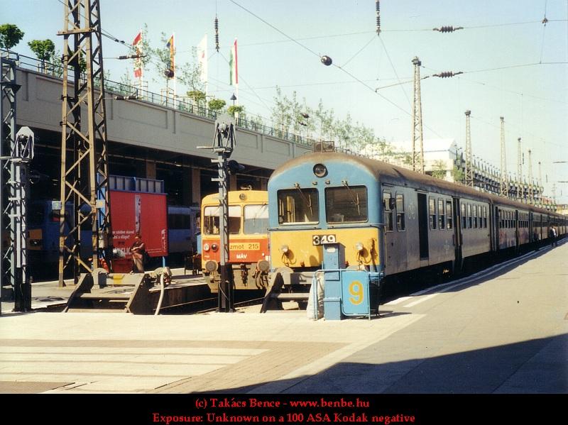 BDt 349 és Bzmot 215 a Nyugati pályaudvaron fotó