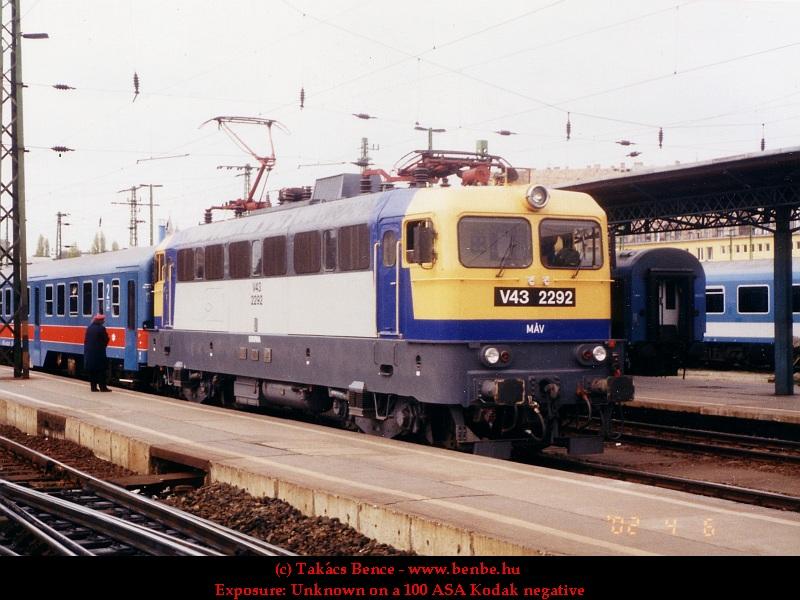 V43 2292 a Keleti pályaudvaron fotó