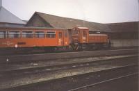 M28 1002 régi festésû piros Bzx kocsikat rendez Kecskemét állomáson