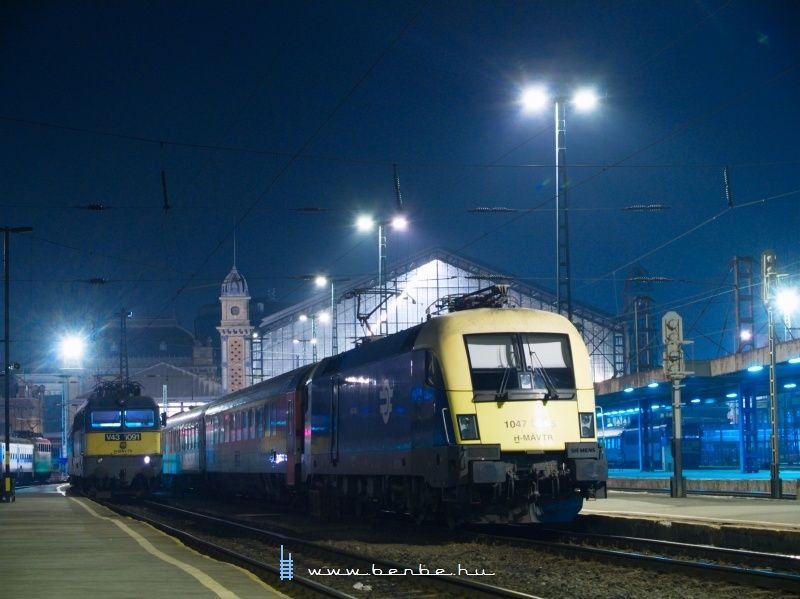 The H-MÁVTR (MÁV Traction company) 1047 004-5 and V43 1091 at Budapest Nyugati photo
