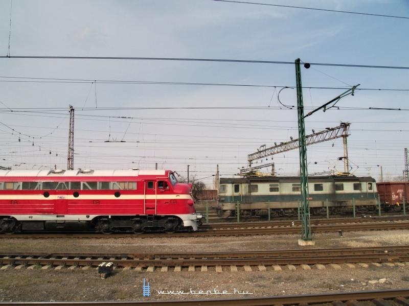 M61 001 és a ZSSK Cargo 183 044-7 Csap (Чол) állomáson fotó