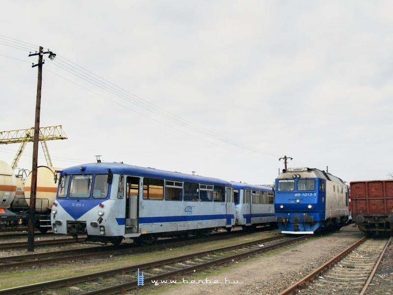 65 1013-5 és 79-0115-0 Halmiban (Halmeu, Romania) fotó
