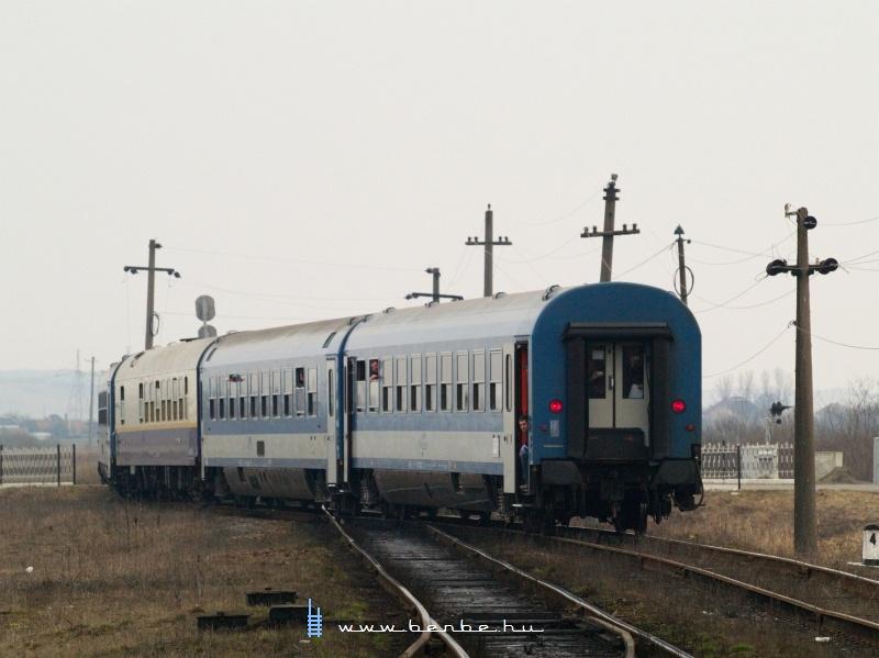 A Kárpátalja-expressz a széles deltavágány váltóját kerüli ki fotó