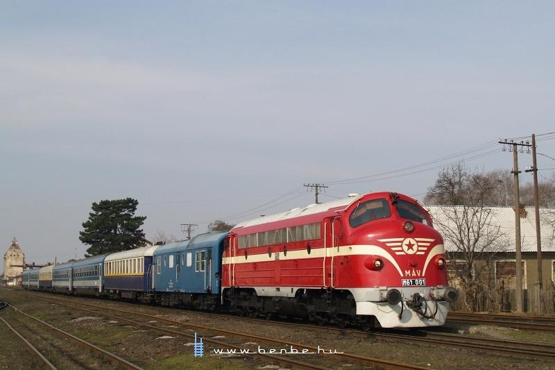 M61 001 Nagyszőlős (Виноградoвo - Закарпатська) állomáson fotó