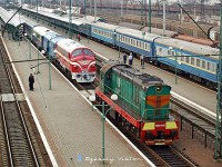 The M61 001 and the ЧМЭ3 3375 at Chop (Чол) station