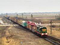 ЧМЭ-3181 egy s�nmezőfektető vonattal Bótrágy (З.П. БАТРАДЬ) �s Bátyú (БАТЬОВО-ПАС) �llom�s k�z�tt a r�gi delta el�gaz�s�n�l