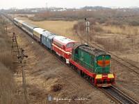 ЧМЭ3-3375 �s M61 001 a K�rp�talja-expresszel Bátyú (БАТЬОВО-ПАС) �llom�s �s Bótrágy (З.П. БАТРАДЬ) k�z�tt a r�gi delta el�gaz�s�n�l