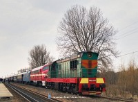 The ЧМЭ-337 and the M61 001 with the Indóház Kárpátalja-expressz (Transcarpathia-Express) near БАТЬОВО-ПАС station