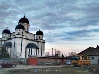 Sínautóbusz és templom Szatmárnémetiben