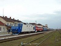 The Kárpátalja-expressz with M61 001 and 65-1013-5 at Szatmárnémeti (Satu Mare)