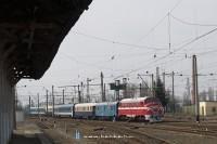 M61 001 �rkezik a K�rp�talja-expresszel Csap (Чол) �llom�sra