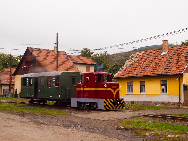 The Mátravasút C50 403 seen between Gyöngyössolymos and Zemanek photo