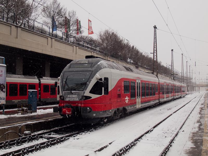 Az 5341 010-6 pályaszámú FLIRT Budapest-Nyugati pályaudvaron fotó