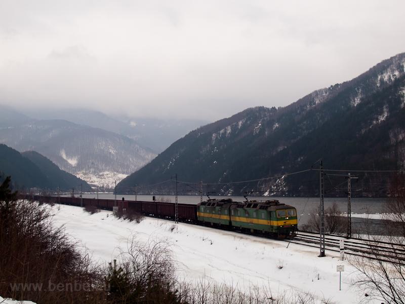 A ŽSSKC 131 022-0 tehervonattal Sutó és Kerpelény között fotó