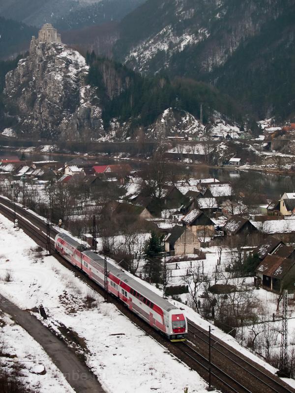 Kétáramrendszerű emeletes motorvonat Kassa-Zsolna (Žilina, Szlovákia) személyvonattal Sztrecsényben fotó