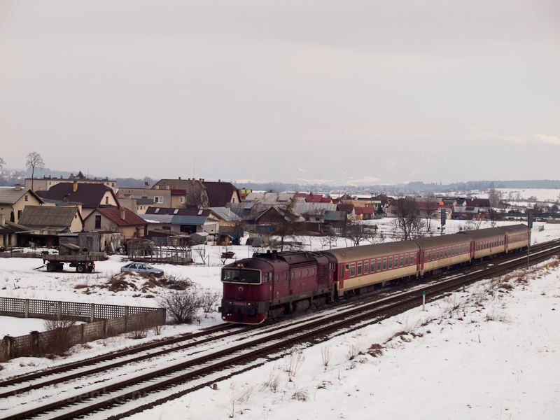 Második napunkon dízelre váltottunk: a 754 054-5 pályaszámú Búvár Kostyán (Kost'any nad Turcom) és Nagyrákó-Pribóc (Pribovce) között fotó